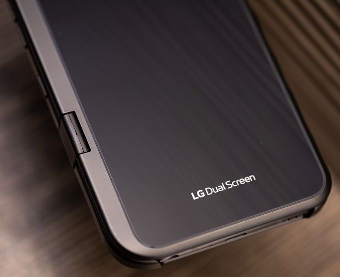 LG-V50-ThinQ-Dual-Screen-1